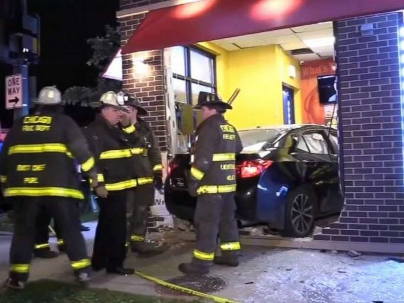 Off  Duty Chicago Police Officer Driving Drunk, Crashes into Restaurant and Kills Woman