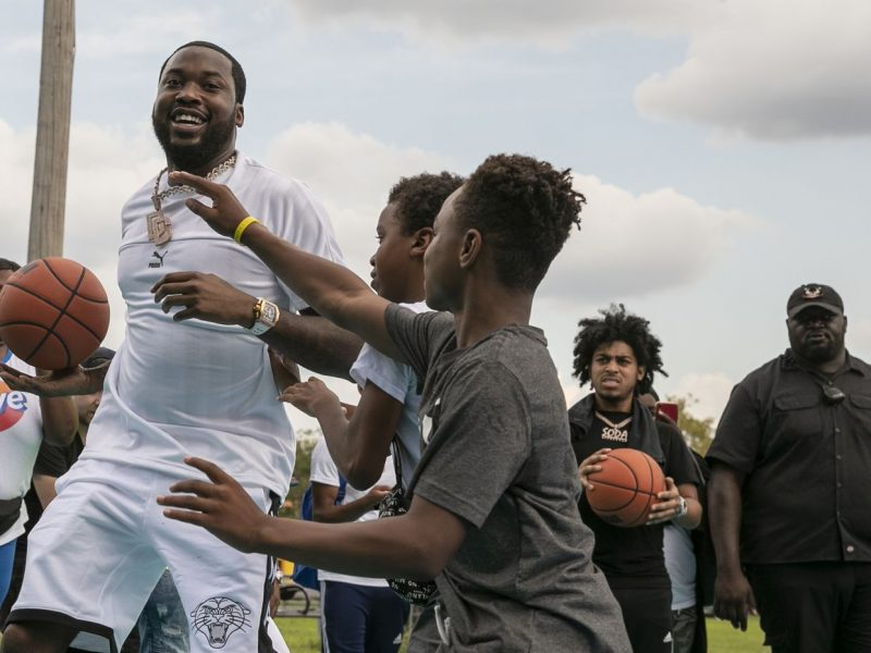 Video Extra >>> Meek Mill Unveils Renovated Basketball Court in Philly Neighborhood